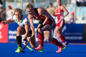 RIO 2016 Olympic qualification, Hockey, Women, semi-final, Great Britain vs Germany : Susie Gilbert opposed to Eileen Hoffmann