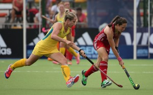 ROSARIO, ARGENTINA - DECEMBER 08: Edwina Bone of Australia challenges Ellie Watton of Great Britain during the Pool B match between Australia and Great Britain on day four of the Hockey World League Final Rosario 2015 at Estadio Mundialista de Hockey on December 8, 2015 in Rosario, Argentina. (Photo by Chris Brunskill/Getty Images)