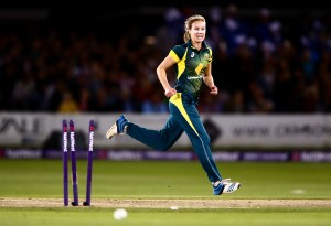 HOVE, ENGLAND - AUGUST 28: Ellyse Perry of Australia celebrates bowling out Natalie Sciver of England during the 2nd NatWest T20 of the Women's Ashes Series between England and Australia Women at BrightonandHoveJobs.com County Ground on August 28, 2015 in Hove, United Kingdom. (Photo by Jordan Mansfield/Getty Images)