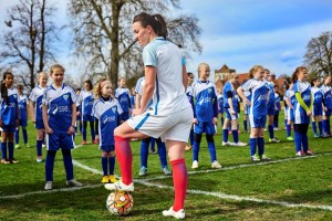 England Lionesses take on 100 School Girls_2