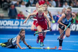 Great Britain's Sophie Bray drives into the circle. Great Britain v Argentina - Hockey Champions Trophy, Lee Valley Hockey & Tennis Centre, London, UK on 18 June 2016. Photo: Simon Parker