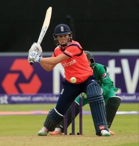 CHELMSFORD, ENGLAND - JULY 7: Heather Knight of England hits out during the Natwest Women's International T20 match between England Women and Pakistan Women at the Essex County Ground on July 7, 2016 in Chelmsford, England. (Photo by Stephen Pond/Getty Images) *** Local Caption *** Heather Knight